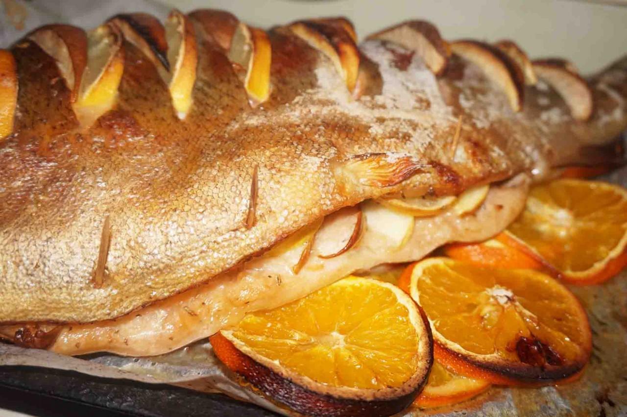 Форель Солнечная с фруктами, на апельсиновой подушке