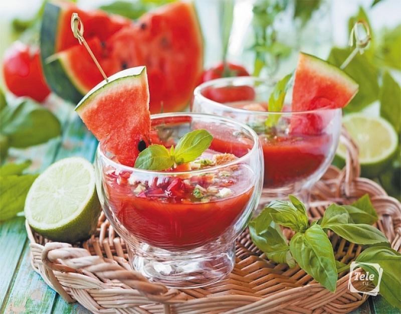 Холодные супы — отрада лета: окрошка на кефире, свекольник, клубничный суп с мятой и многое другое