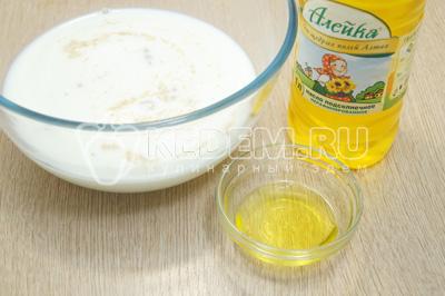 Добавить натуральное растительное масло ТМ «Алейка». Миску поставить в теплое место на 15 минут.