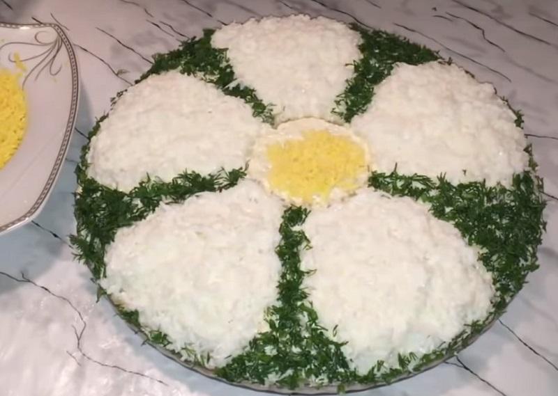 салат ромашка из куриной печени