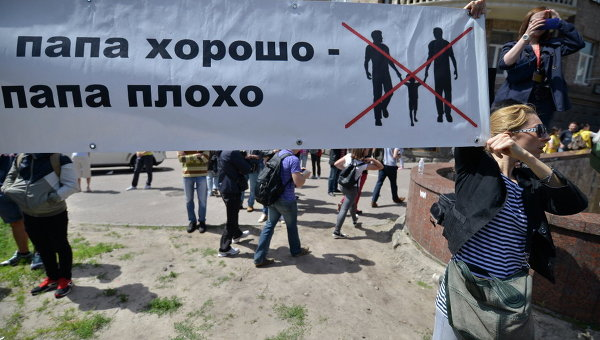 Гей-марш в Киеве: ЛГБТ в клетке, гнев радикалов, недовольные и столкновения