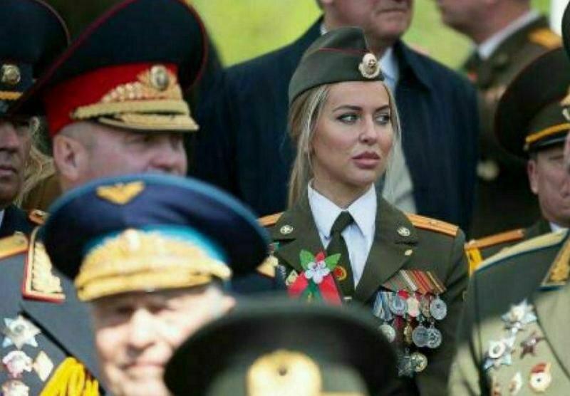 На параде в Белоруссии обнаружили вот такую особу