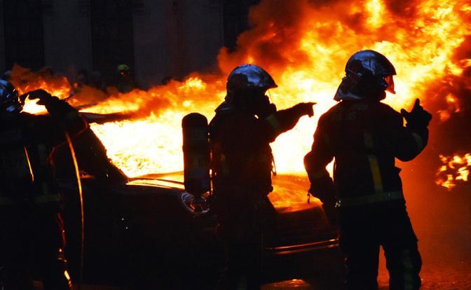 Против роста цен на бензин русские бунтуют в Париже
