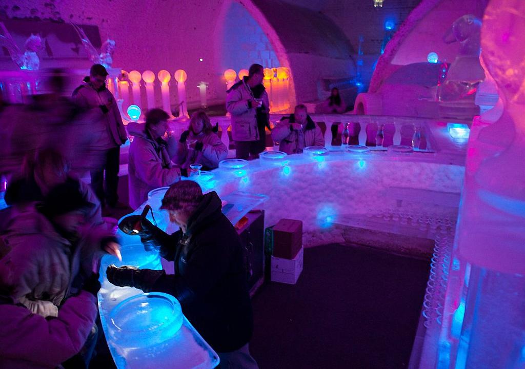 8 самых удивительных ледовых отелей мира-21