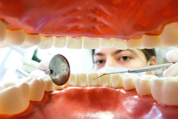Из челюсти индийского подростка извлекли 232 зуба (видео)
