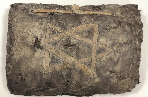В ходе полицейской операции найдена Библия VIII века