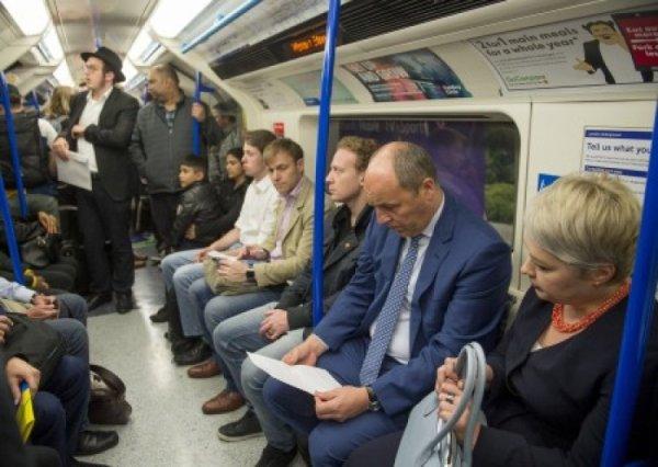 Парубия «случайно» сфотографировали в лондонской подземке - ехал на встречу к министру обороны
