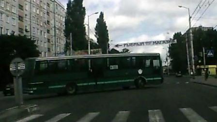 Автобус наехал на пешехода