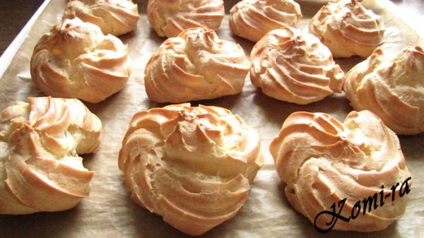 Пирожные ШУ с творожно-клубничным кремом