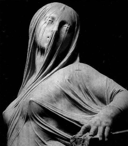 Эти женщины словно покрыты невесомой тканью. Но ткань эта — дело рук искуснейшего скульптора