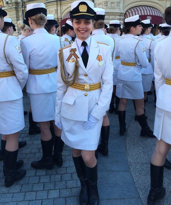 Daily Mirror: Главным оружием на параде 9 Мая стала путинская «армия в мини-юбках»