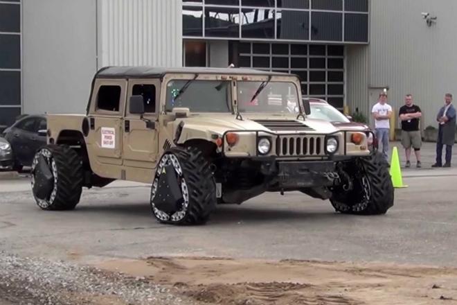 Пентагон показал колеса, которые трансформируются в гусеницы на ходу: видео