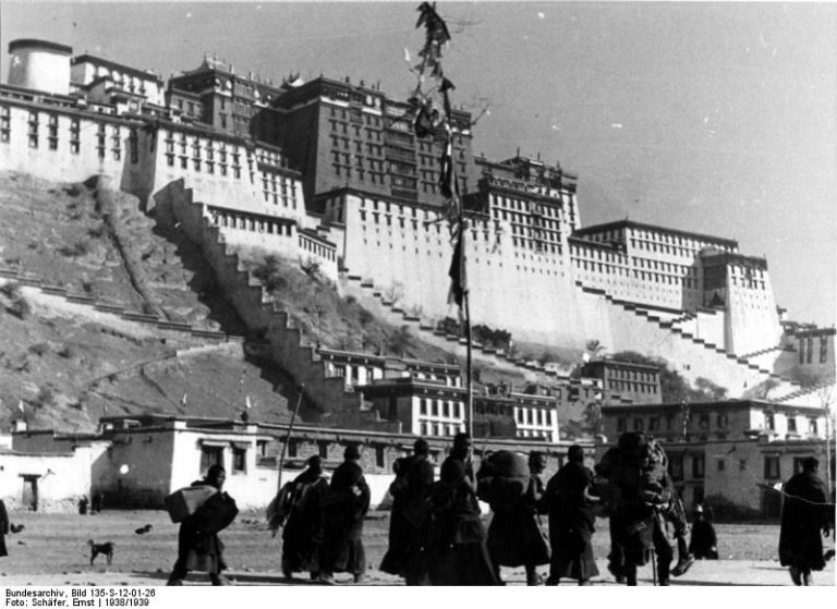 Зачем Гитлер отправлял на Тибет тайные экспедиции