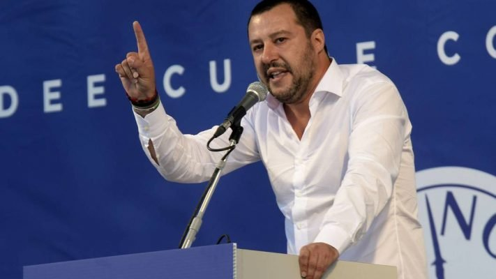 Итальянский министр преподал…