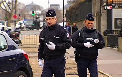 Вооруженный молотком мужчина напал на прохожих во Франции