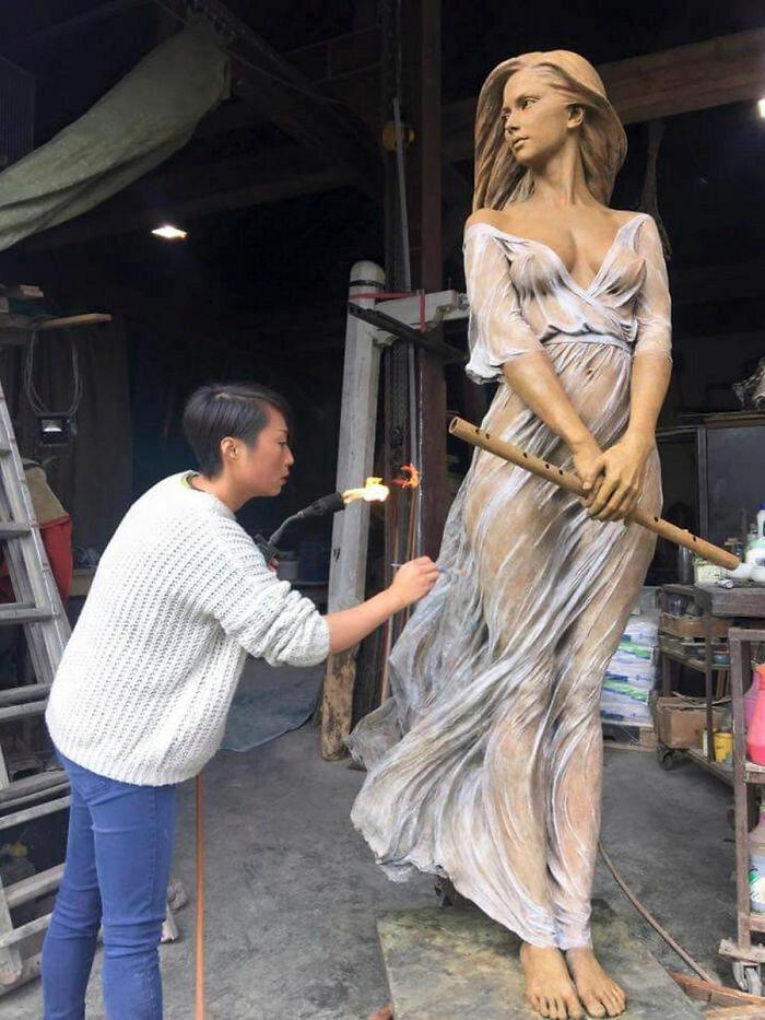 Китайский скульптор лепит женщин ″как будто из эпохи Возврождения″. Выглядят как живые!