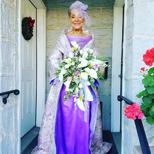 Выглядеть так в ее годы, это потрясающе. 86-летняя невеста взорвала Сеть. Ее наряд обсуждают все!