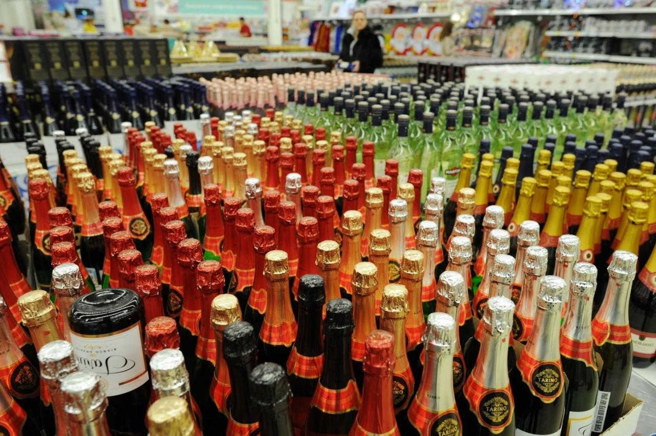 Эксперт: 40% продаваемого в российских магазинах алкоголя — подделка