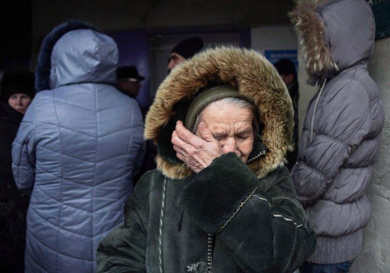 «Мы не справляемся с этой жизнью»: красноярские пенсионеры стоят в очереди за просрочкой