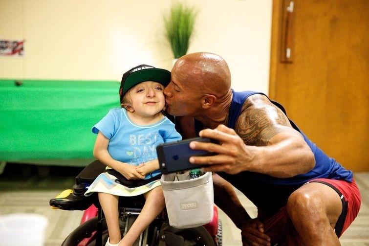 Дуэйн 'Скала' Джонсон воплотил в жизнь мечту 7-летнего мальчика больного раком