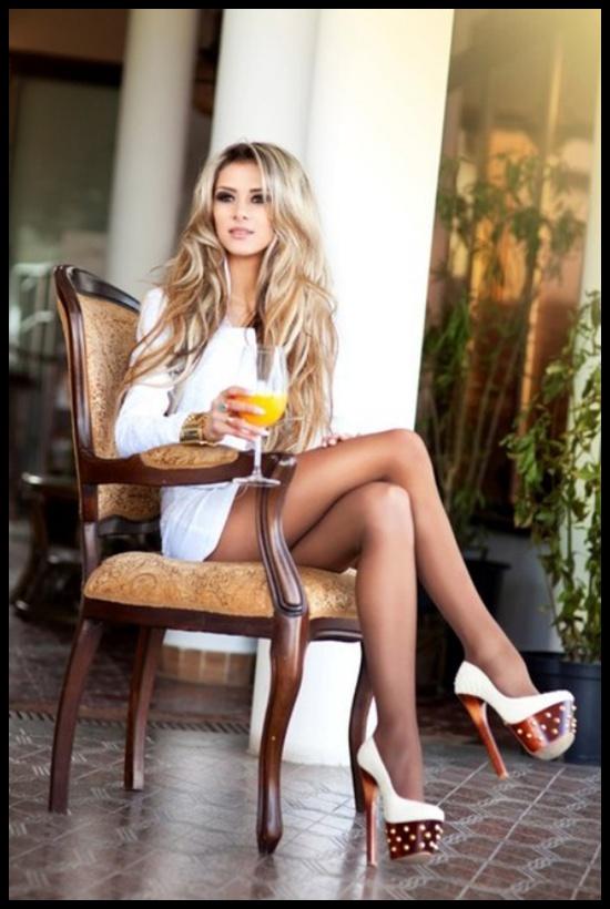 Leggy blonde babe Amanda Tate letting skirt fall down long legs № 1203880 без смс