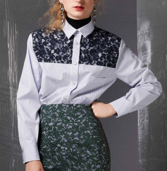 деловая блузка-рубашка в мужском стиле с черной кружевной вставкой
