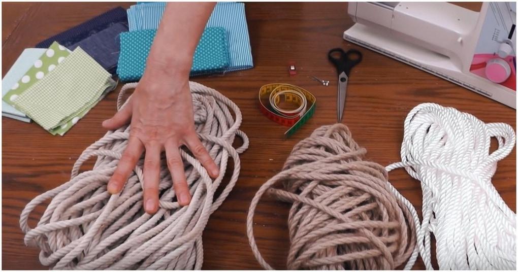 Шнур+обрезки ткани = интересный и полезный аксессуар для дома