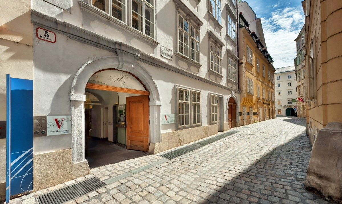 http://www.orangesmile.com/extreme/img/main/museum-apartment-of-mozart_1.jpg