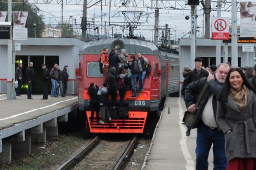 Приход электрички не на ту платформу вызвал панику на станции Одинцово