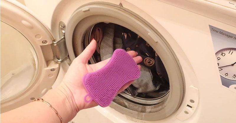 Зачем класть в стиральную машинку силиконовую губку?