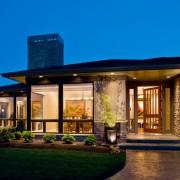 Эффектный большой одноэтажный дом