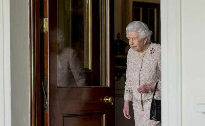 Большой «хапок» британской королевы