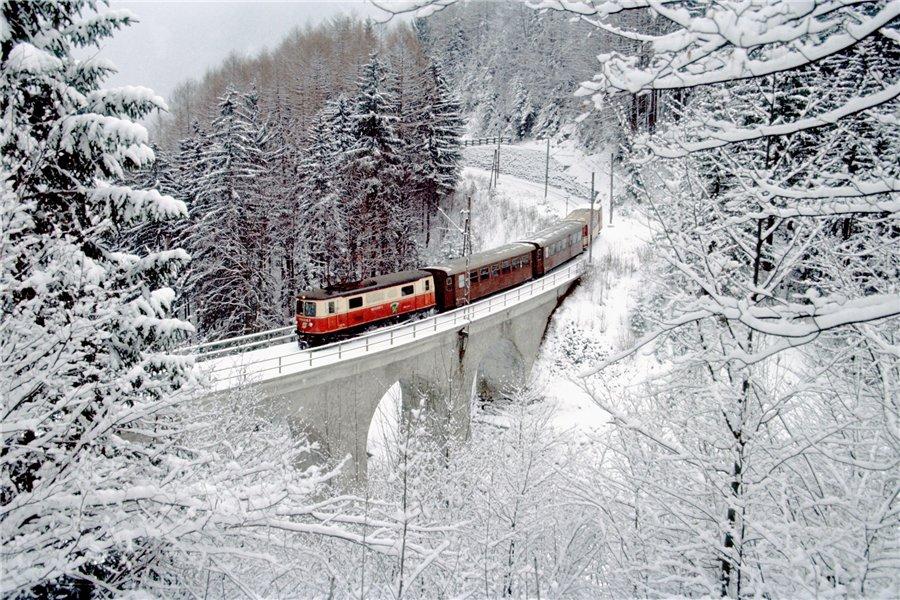 Белым снегом.....