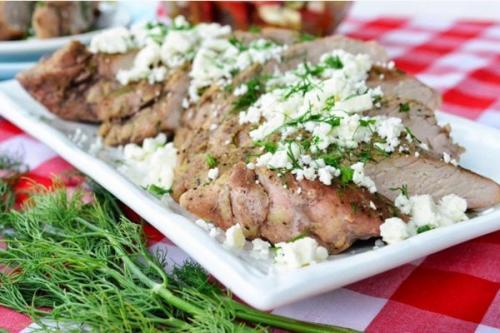 Свиная вырезка по-гречески с сыром «Фета».