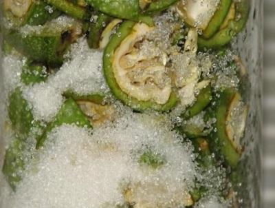 Приготовление сока из зеленых грецких орехов