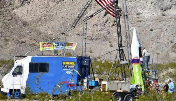 Скоро все узнают правду: Считающий Землю плоской американец совершил полет на самодельной ракете