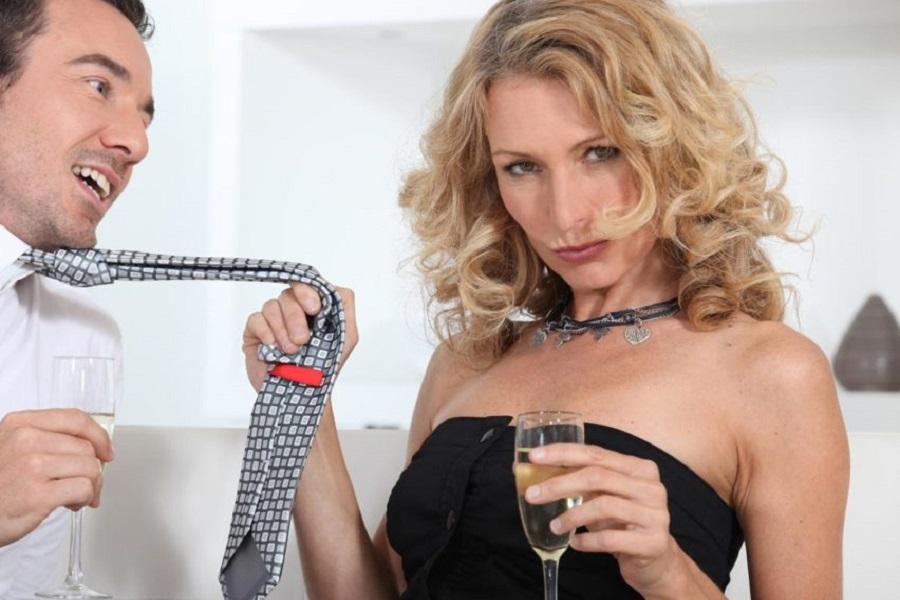 Как разводят на бабло 40-летних теть молодые бройлеры: Тамара была в разводе 2 года...