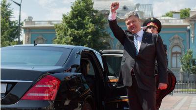 Турчинов просит Порошенко быстрее подписать закон о люстрации