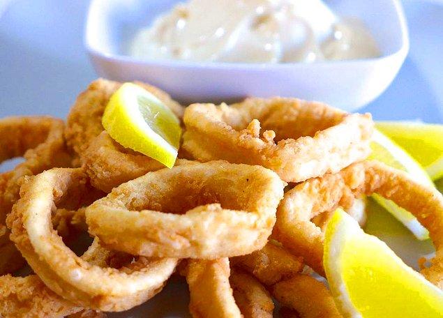 Судак и кальмары на кухне -  продукты консервированные.
