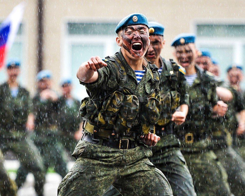 100-летний юбилей сегодня празднует легендарное Рязанское воздушно-десантное училище.