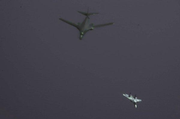 Перехват стратегических бомбардировщиков США российскими Су-27 на Балтике