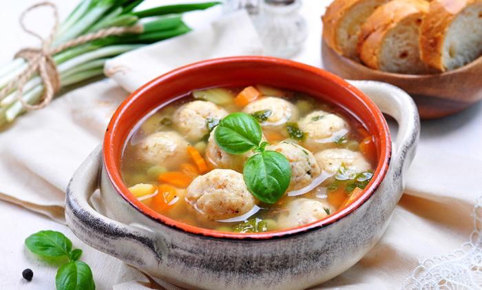 На второй день от супа остается пустая кастрюля: хоть и питательный, но очень легкий