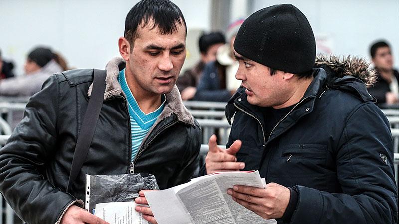 Нелегальных мигрантов отправят домой за их счет