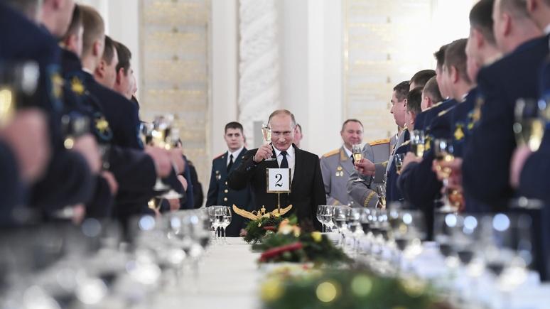 Zeit: «талантливый иллюзионист» Супер-Путин вернул россиянам веру в свою страну