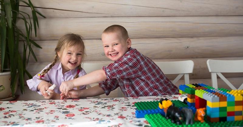 Должны ли дети делиться игрушками?