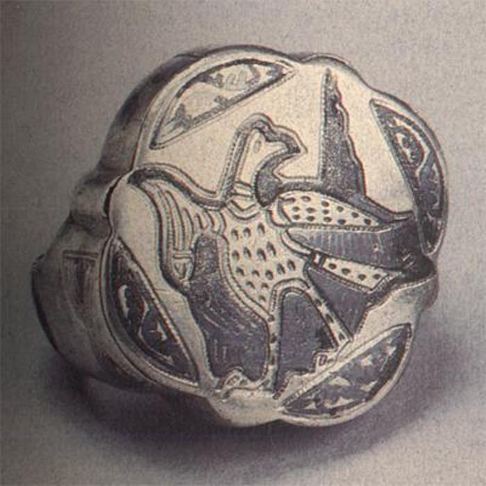 Перстень XII в. Северо-восточная Русь. Серебро; резьба, чернь | Фото: perstni.com