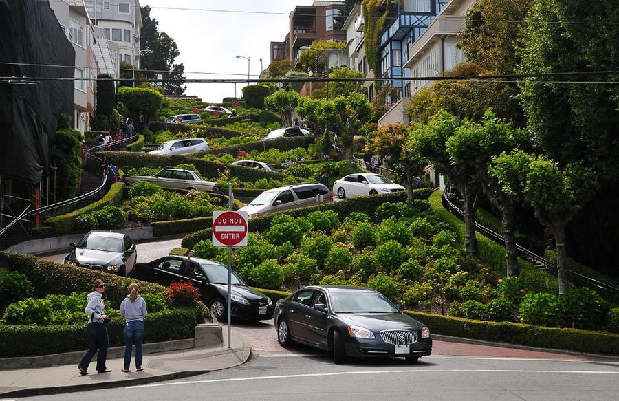 Как выглядит самая кривая улица в мире
