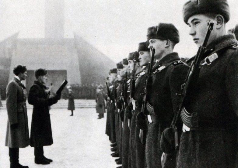 Кто в СССР в армию не ходил?