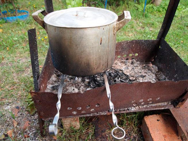Как сделать коптильню горячего копчения из подручных средств