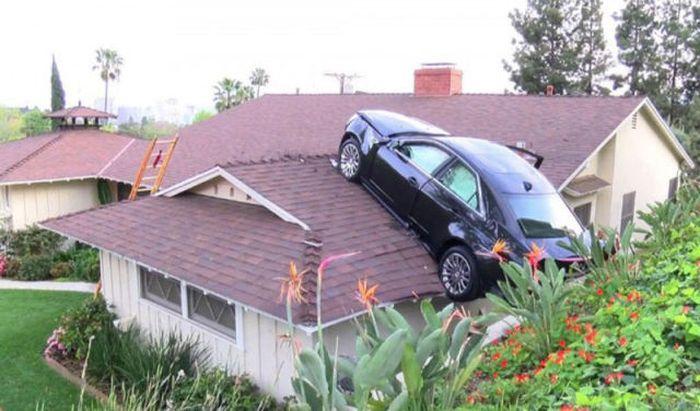 Припарковал свой Кадиллак на крыше соседа